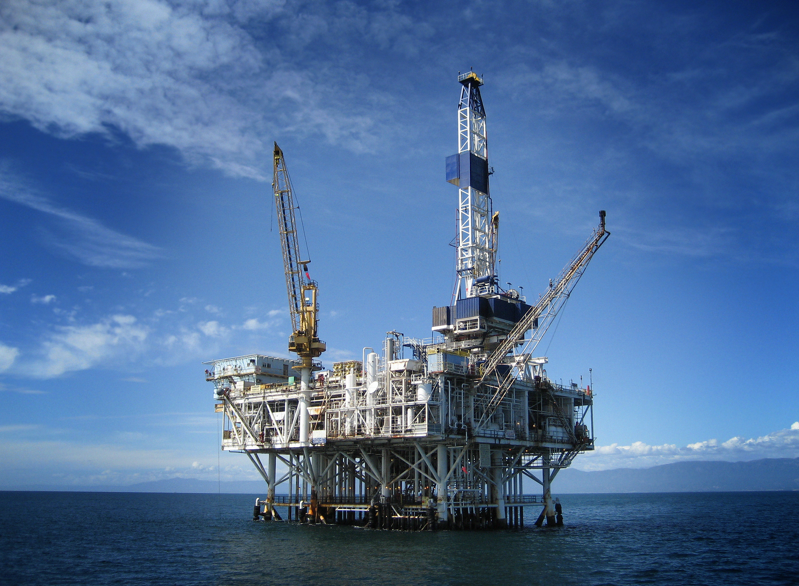 Photo of an offshore oil rig drilling platform